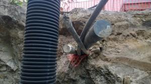 Suojaputket sähkölle ja tietoliikenteelle sekä 2 putkea vedelle